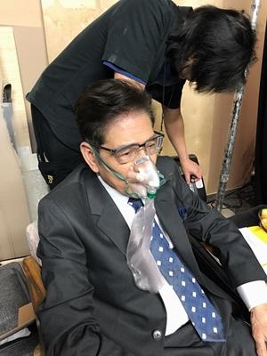 Tình hình sức khỏe Nhà văn Nguyễn Ngọc Ngạn - Bị vỡ mạch máu, phải thở oxy